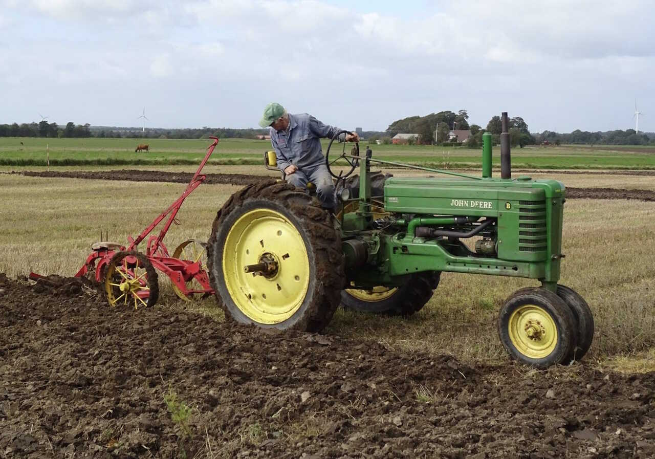 det-groenne-hjoerne-essays-traktor